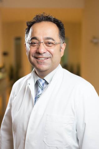 Fachzahnarzt Duisburg, Dr. Ayna, Zahnarzt Chirurgie